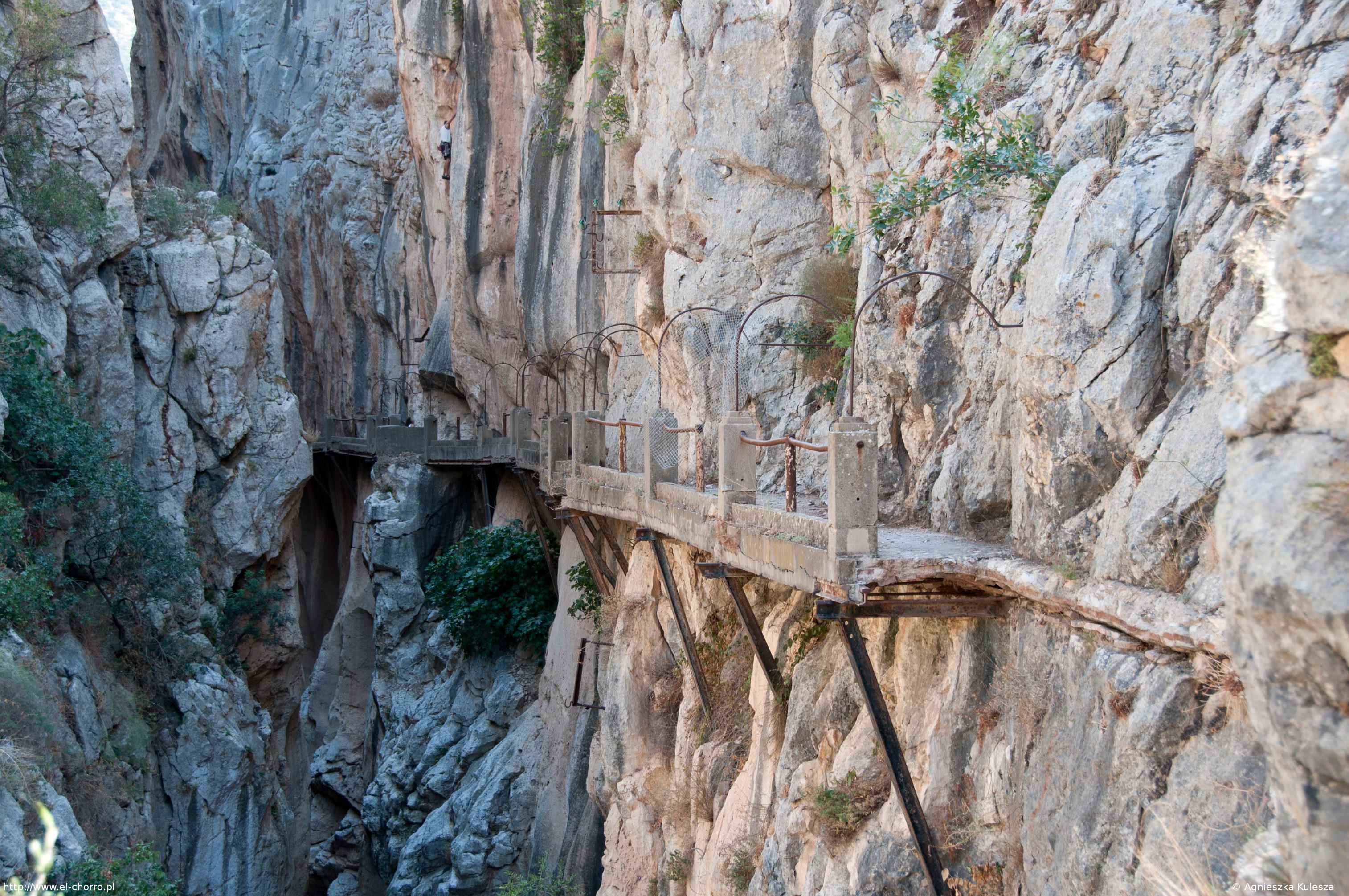 Caminito del Rey wewnątrz kanionu - Galeria zdjęć El Chorro - el-chorro.pl
